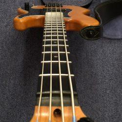 Tim schraubt Bass